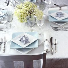 this is one of the coolest place settings I've seen, and it's all from the angle of the stacked plates. L-O-V-E