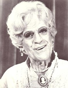 """Boris Karloff in """"The Mother Muffin Affair"""" from the TV series """"The Girl From U. With Stefanie Powers and Robert Vaughn. Boris Karloff plays Agnes Twicksbury, the owner of """"Twicksbury's House of Murders"""" wax museum. Classic Horror Movies, Horror Films, Horror Icons, Drag Queens, Vintage Hollywood, Classic Hollywood, The Girl From Uncle, Rolling Stones Keith Richards, Vincent Price"""
