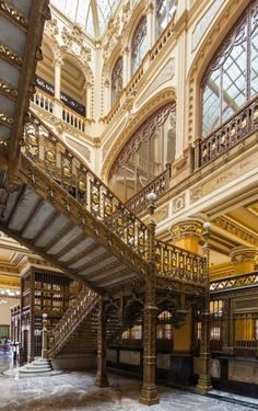 Postal Palace of Mexico City | Photo: Diego Delso