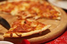 Hướng dẫn cách làm Pizza đế mỏng giòn ngon như ngoài tiện.Tùy vào sở thích của mỗi người mà sẽ chọn đế bánh pizza mỏng hay đế bánh dày, tuy nhiên bánh...