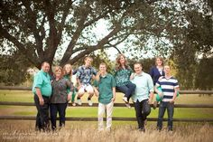 photography poses for large families | Posing ideas for a large extended family photo