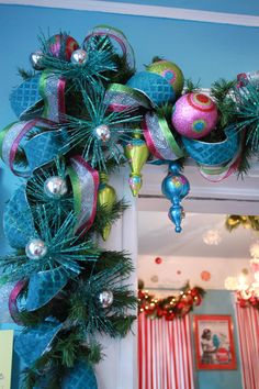 Holiday decorations Oooo pretty.... Want! @Tena Liberati this would match maddies room!