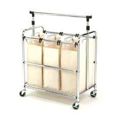 Invierte en un recipiente con tres bolsas de lavandería para poder preseleccionar la ropa a lavar.