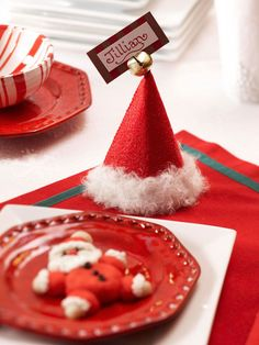 Santa Hat Place Cards. Cute! #Christmas