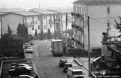 """""""Dettagli in periferia"""" - Via Stampatori - 1976 http://www.bresciavintage.it/brescia-antica/fotografie-d-autore/dettagli-periferia-via-stampatori-1976/"""