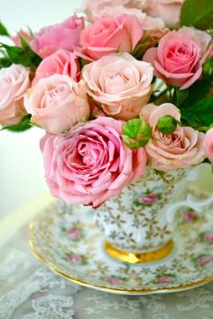 queenbee1924:  Teacup with roses… | Cherished China ♥)