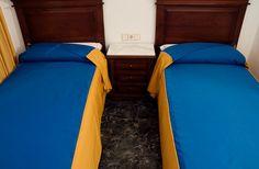 #HostalConchita: Disponemos de 15 habitaciones dobles,con la opción de 2 camas individuales o una cama de matrimonio. Todas ellas poseen baño privado.