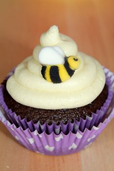 Project Nursery - Winnie the Pooh Birthday Party Bumble Bee Cupcake