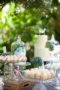 chic dessert table4