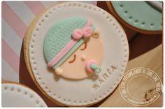 Galleta carita de bebé http://cukiecake.wordpress.com/2013/10/15/galletas-bebes-recien-nacidos/