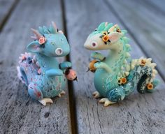 Stay tuned for the Jade Lantern Dragon auction (one on the right)!✨❤🏮🐉❤✨ Im sorry for bombarding your feeds… Polymer Clay Kawaii, Polymer Clay Dragon, Polymer Clay Animals, Polymer Clay Charms, Polymer Clay Creations, Polymer Clay Art, Craft Clay, Diy Clay, Clay Crafts