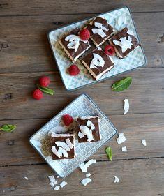 Sukkerfri bounty kake - LINDASTUHAUG Lchf, Feta, Brownies, Cheese, Holiday Decor, Cake, Desserts, Cake Brownies, Tailgate Desserts
