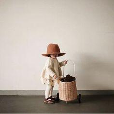 Mini Aisling on uusi kotimainen verkkokauppa, joka myy luonnollisia ja ekologisia lasten vaatteita ja kenkiä. Lasten leikkeihin ekologisia pelejä ja puuleluja.