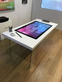 Our Interactive Touch Table and Furniture offers 10 touch points and the most responsive touch screen surface for applications. Small Office Design, Office Interior Design, Office Interiors, New Technology Gadgets, Smart Home Technology, Smart Mirror Diy, Touch Screen Table, Armadura Ninja, Interactive Table