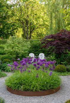 Garden Design Plans, Garden Landscape Design, Landscaping Retaining Walls, Purple Garden, Garden Oasis, Garden Photos, Growing Flowers, Landscape Lighting, Garden Styles