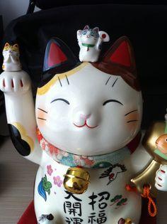 the Traditional Japanese Maneki cat