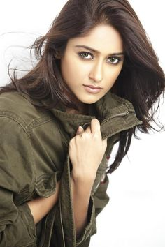 Ileana D'Cruz is an Indian film actress, born in Mumbai, Maharashtra, India. who predominantly appears in Telugu movies. Indian Actress Photos, Indian Film Actress, Beautiful Indian Actress, Indian Actresses, Indian Celebrities, Bollywood Celebrities, Bollywood Actress, Bollywood Saree, Ileana D'cruz Hot