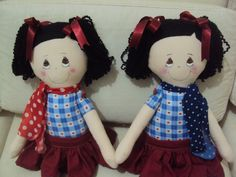 Bonequinhas feita para duas irmãs www.saldaterrapatchwork.blogspot.com face Renata Deichsel