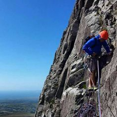 thematt_cooper Fantastic day out in the Welsh mountains. Couldn't ask for better weather!  #trad #tradclimbing #climbing #climb #MEclimbing