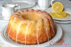 Zutaten: -4 Eier -250g Margarine -250g Zucker -250g Mehl -1 Zitrone -1 Teelöffel Backpulver  Eigelbe werden mit Margarine und Zucker verrührt. Zitrone wird gerieben. Eiweiße werden   geschlangen und mit Eigelben gemischt. Mehl und Backpulver werden eingeschnüttet.Der Kuchen   Wird 50 Minuten im Backofen bei 160 Grad gebacken.