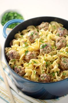 Easy One-Pot Swedish Meatballs with Egg Noodles - your family will love this swedish inspired family meal. This is such a delicious dinner recipe. Egg Noodle Recipes, Pasta Recipes, Beef Recipes, Cooking Recipes, Healthy Recipes, Cheesy Chicken Rice Casserole, Noodle Casserole, Casserole Recipes, One Pot Meals