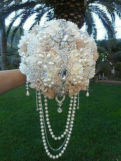 I could do a similar bead drape to this on Beth's posy as it's from underneath. Perfick.