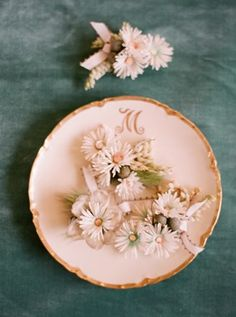Lovely Boutonnieres   Photo by Elizabeth Messina