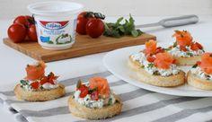Crostini al salmone e formaggio