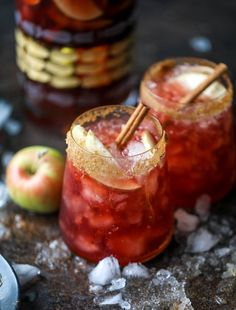 This red apple cider sangria will soon because a staple for your fall! It's delicious and not too sweet, with a base of red wine, apple cid. Winter Sangria, Red Wine Sangria, Sangria Cocktail, Christmas Sangria, Red Wine Cocktails, Thanksgiving Sangria, Cocktail Food, Red Sangria Recipes, Cocktail Recipes