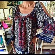 New! Glam hi lo boho cold shoulder blouse! Stunning! Never worn- 3qtr length bell sleeves - cold shoulder- with pretty red blue and gray boho print!! Glam Tops Blouses