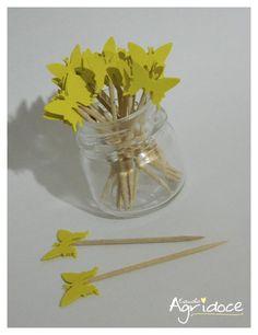 Kit com 20 toppers de borboletas amarelas.  Valor do kit: 13,00. R$ 13,00
