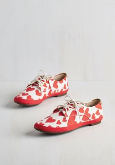 You're Baking Me Blush Sneaker in Hearts. Friends are just as smitten with your confectionery creations as they are with these white sneakers from BC Footwear! Cute Shoes, Me Too Shoes, Fancy Shoes, Crazy Shoes, White Sneakers, Modcloth, Shoe Boots, Vintage Outfits, Footwear