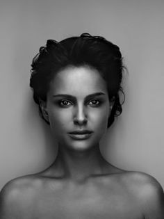 Natalie Portman by Robert Maxwell. She is so beautiful Natalie Portman, Foto Portrait, Portrait Photography, White Photography, Pretty People, Beautiful People, Robert Maxwell, Black And White Portraits, Famous Faces