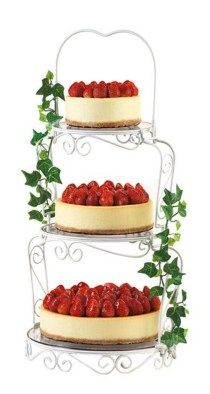 wedding cakes stand Wedding Cheesecake Perhaps a cheaper alternative. We both love our cheesecake Strawberry Wedding Cakes, Wedding Strawberries, Beautiful Wedding Cakes, Gorgeous Cakes, Dream Wedding, Wedding Things, Cupcake Party, Cupcake Cakes, Alternative Wedding Cakes