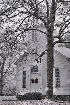 Old Country Churches, Old Churches, Church Pictures, Take Me To Church, Cathedral Church, Church Building, Old Fashioned Christmas, Chapelle, Old Barns