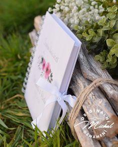 Album do kterého mohou Vaši svatební hosté zapsat své dojmy, pocity z Vaší svatby a přání do Vašeho života. Nádherná vzpomínka, kterou budete i po letech rádi pročítat.   Kniha je tvořena 40 ks vnitřních bílých listů (80 stran) o vysoké gramáži 220gms.  Jednotlivé listy jsou spojeny kvalitní kroužkovou vazbou v pevných knižních deskách.  Každá kniha je osobní, protože obsahuje Vaše jména a datum svatby.  Rozměr 20,3x20,3 cm. Gift Wrapping, Gifts, Gift Wrapping Paper, Presents, Wrapping Gifts, Favors, Gift Packaging, Gift