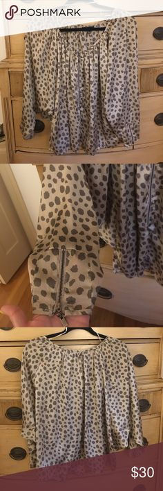 Cecico leopard flowy zip up blouse Cecico leopard flowy zip up blouse; size small; worn twice, flawless condition! Bought in a Nashville boutique (: Cecico Tops Blouses