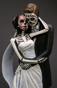 Day Of The Dead Bride Groom Good Luck Charm Wedding Bone Resin Cake Topper O Jays And