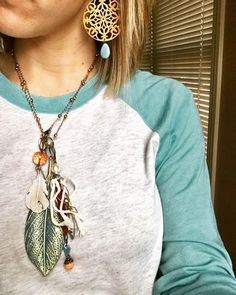Y'all....this is the $20 set you can purchase with a $70 order! Isn't it gorgeous?!?! Message me if you want to take advantage of this offer (while supplies last) #plunderdesign #vuntage #jewelry #hurry #shopsmall #plunderstyle #leaf #beautiful #affordable #christmas #gifts #accessorize www.julielaforte.com