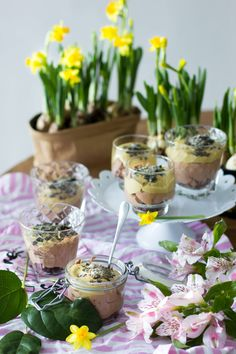 Nutellamousse lakritsatuorejuustolla. Nutella mousse. Nutella and some spring flowers.