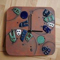 How to Decorate Ceramic Tiles Ceramic Pottery, Pottery Art, Ceramic Art, Pottery Houses, Ceramic Houses, Cerámica Ideas, Sculptures Céramiques, Pottery Designs, Decorative Tile