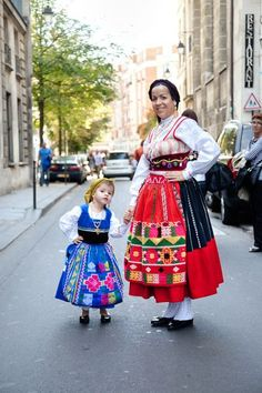 Folk Costume, Costume Dress, Costumes, White Linen Skirt, We Are The World, Character Outfits, Mother And Child, Ethnic Fashion, Fashion History