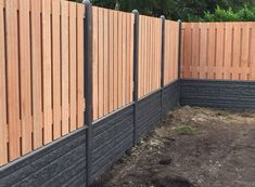 houtbetoschutting.com - Keruing - Klasse 2/3 10-15jr - Hout beton schutting keruing hout Diy Privacy Fence, Privacy Fence Designs, Door Gate Design, Boundary Walls, Patio Wall, Garden Projects, Garden Landscaping, Garden Design, Home And Garden