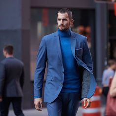 Playing the blues with @kevinlove. Style game strong, as always. #BRMens #BRxKevinLove @bananarepublicmens