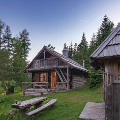 Cabin Homes, Log Homes, English Country Cottages, Camping Style, Wood Stone, Cabin Fever, Cabins In The Woods, Log Cabins, Cabin Ideas
