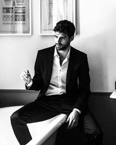 Handsome Men In Suits, Mens Suits, Suit Men, Guys In Suits, Handsome Man, Pinterest Photography, Photography Poses For Men, Style Masculin, 365days