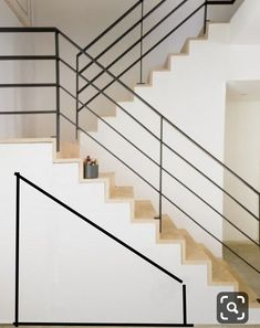 Horizontal Rail design: Clean/minimal (minus the attachment @ the vertical riser & front of tread) Cable Stair Railing, Black Stair Railing, Interior Stair Railing, Modern Railing, Staircase Handrail, Stair Railing Design, Home Stairs Design, Metal Stairs, Staircase Remodel