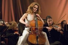 Keri Russell as a beautiful cellist in August Rush. August Rush, Love Movie, I Movie, Der Klang Des Herzens, Rush Movie, Cello Music, Image Film, Movie Shots, Tv Actors