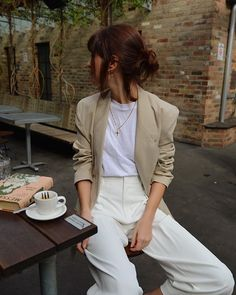 Image discovered by ✧ ・ ゚: Cruela: ・ ゚ ✧. Discover (and save!) Your pr … Image discovered by ✧ ・ ゚: Cruela: ・ ゚ ✧ Discover (and save!) Your own images and videos in We Heart It - Woman Jackets and Blazers Look Fashion, Trendy Fashion, Autumn Fashion, Fashion Outfits, Womens Fashion, Fashion Mode, Vintage Fashion, Minimal Fashion Style, Fashion Ideas