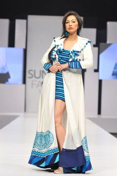 Pakistan Fashion Design Council aims to facilitate, promote and represent Pakistani designers at all levels. Abaya Fashion, Ethnic Fashion, Indian Fashion, Fashion Models, Fashion Outfits, Fashion Weeks, Black Anarkali, Pakistani Models, Designs For Dresses